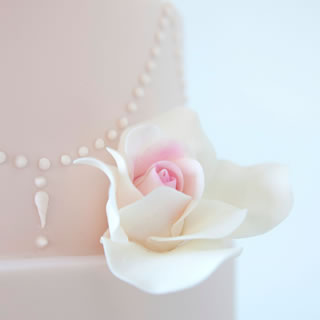 Roses lace-cake